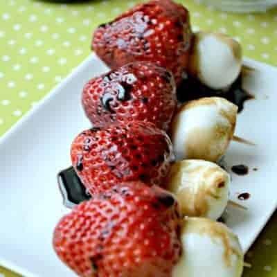 Balsamic Strawberry-Mozzarella Bites