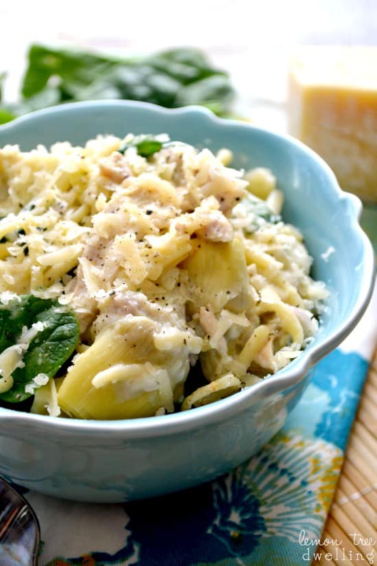 Pasta Recipe - Delicious Chicken Spinach and Artichoke Pasta. This recipes is easy and delicious.