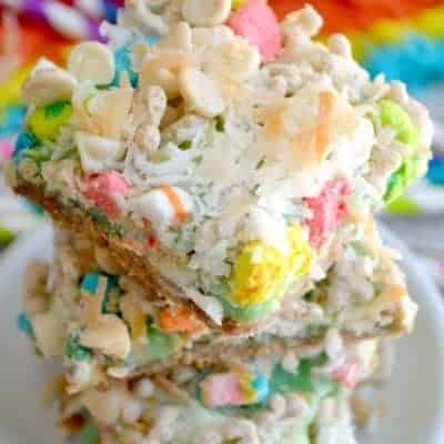These Lucky Charms Magic Bars are a magical dessert for everyone!