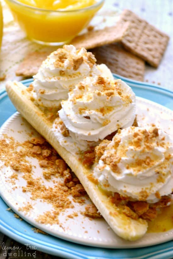 Skinny Banana Cream Pie Boats - just 4 ingredients & a perfect (guilt-free) summer treat!