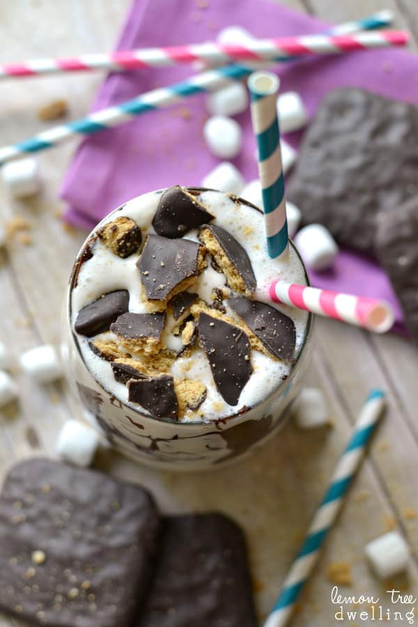S'mores Marshmallow Malt - delicious vanilla bean ice cream blended with marshmallow fluff, malt powder, and chocolate covered grahams.