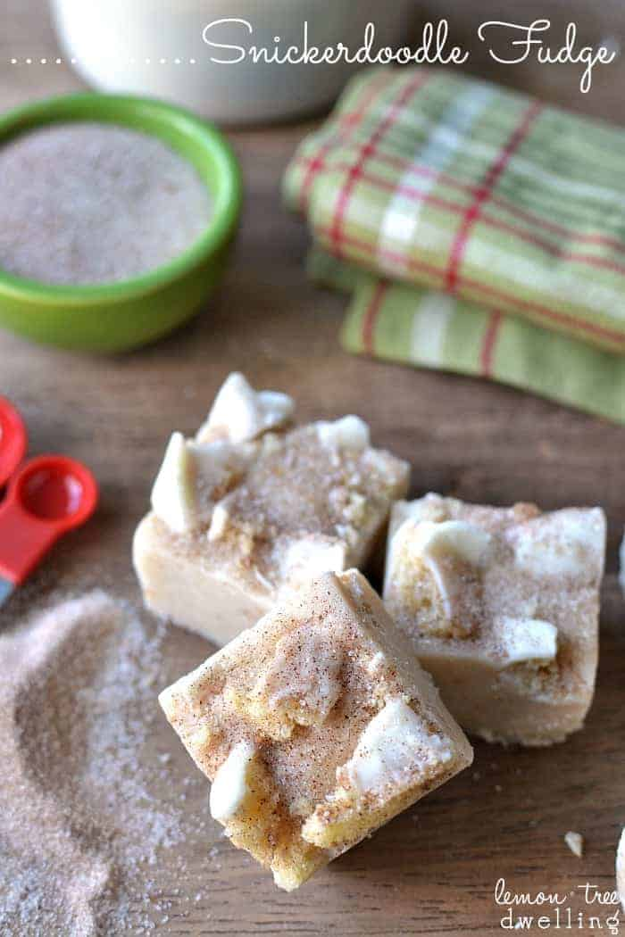 Easy Dessert Recipe - This Snickerdoodle Fudge  is for sure to become a holiday recipe favorite! Perfect for neighbor gifts. Pin it now and make it later!