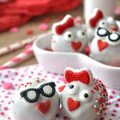 Love Bug Oreo Truffles are SO cute and adorable for Valentine's Day! A quick and kid friendly dessert