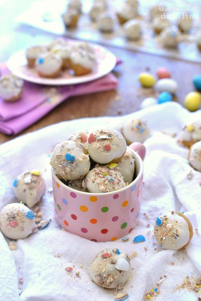 Easter Cookie Dough Buckeyes - made with peanut butter cookie dough and malted milk balls. Genius!
