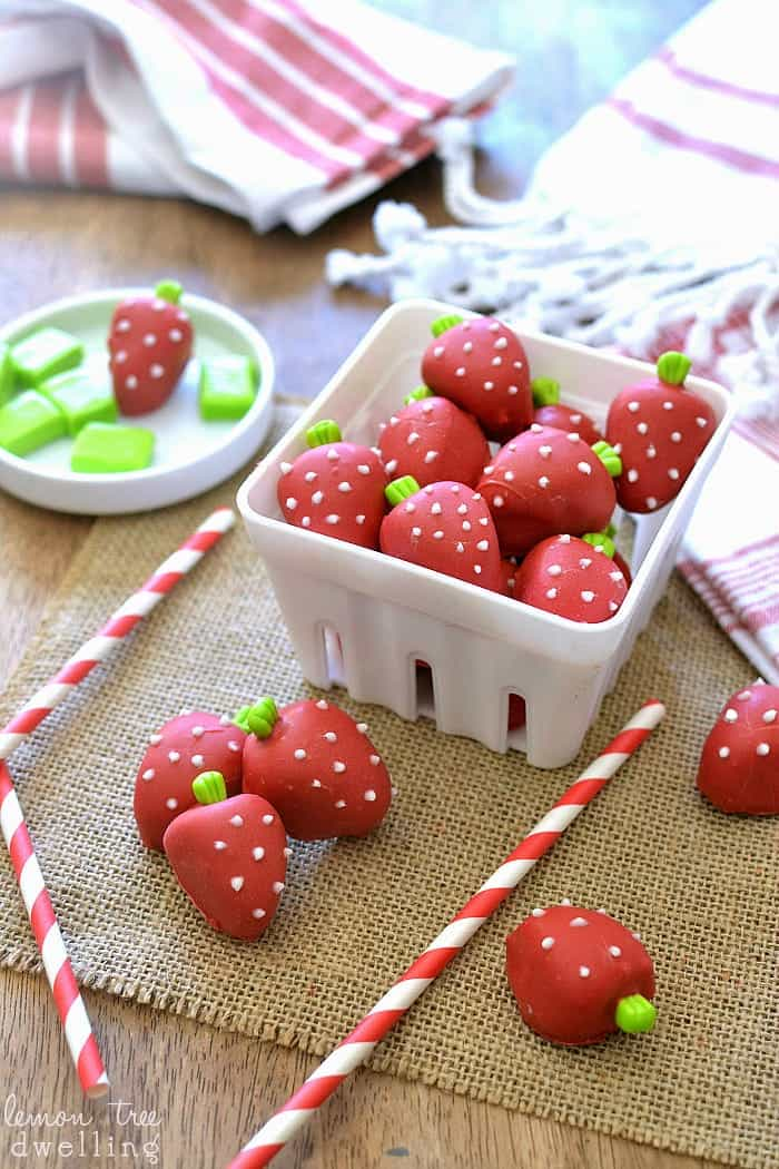 Strawberry Shortcake Oreo Truffles - these are SO adorable!!