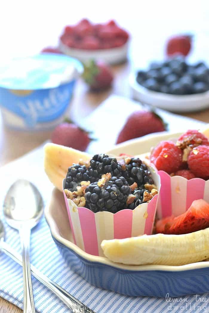 Banana Berry Split made with Yulu Vanilla Bean Yogurt, 4 types of berries, chopped pecans, and honey. Perfect for breakfast, snack, or even dessert! @yuluyogurt #aussiestyle #ad