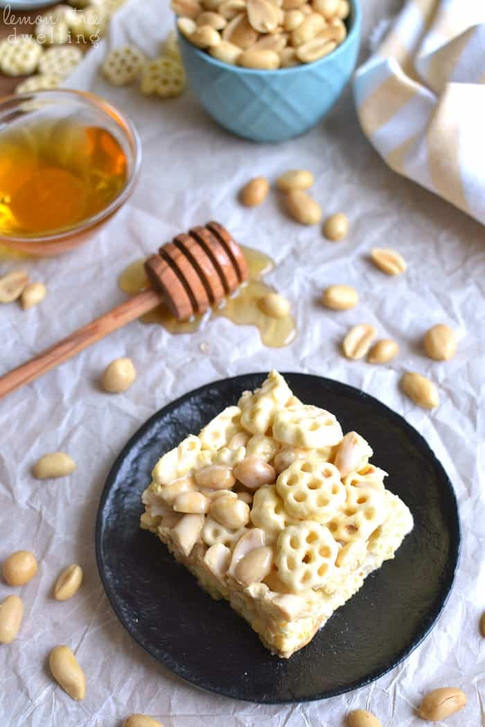 Honeycomb Marshmallow Treats - sweet & salty and LOADED with ooey gooey marshmallows! #sponsored