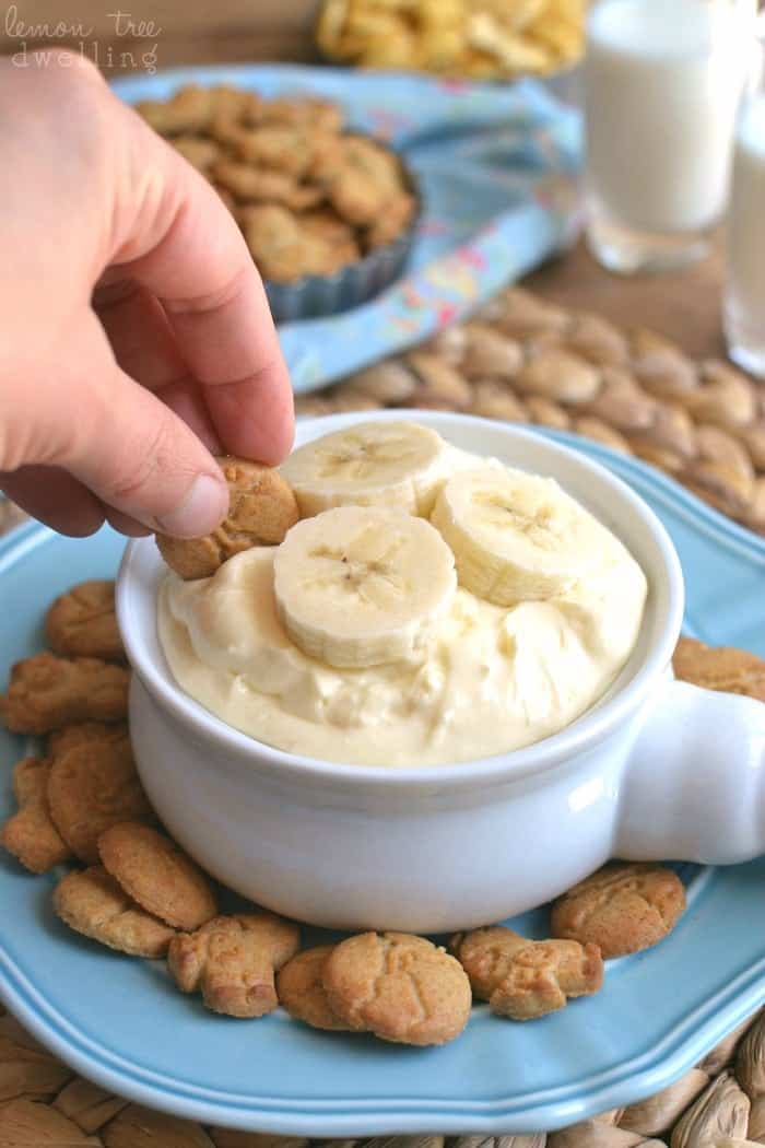 Banana Cream Pie Dip - just 4 ingredients and perfect for kids! I served it with Horizon Honey Graham Snack Crackers and they LOVED it! #HorizonSnacks #ad @Horizon_Organic