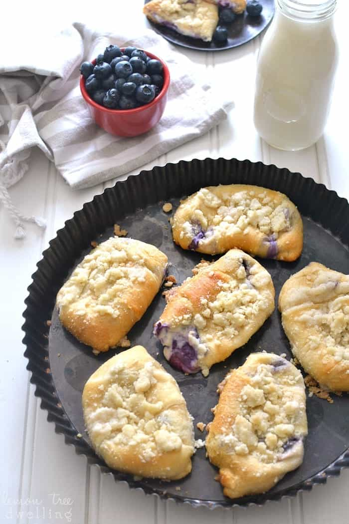 These Blueberry Cheesecake Crescent Rolls are stuffed with a sweet cheesecake filling and bursting with fresh blueberries. Add a buttery streusel topping for an extra special breakfast treat!