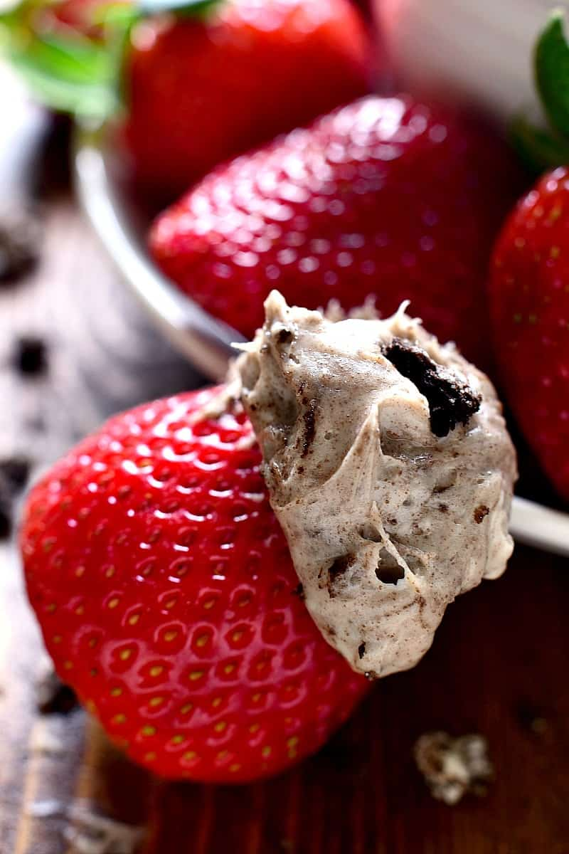 Oreo Dip - loaded with the delicious flavors of cookies & cream and perfect for dipping strawberries, cookies, or any of your favorite dippers!