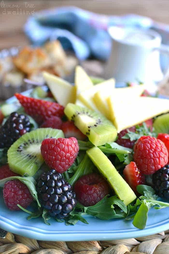 https://www.lemontreedwelling.com/2015/06/kiwi-berry-salad.html
