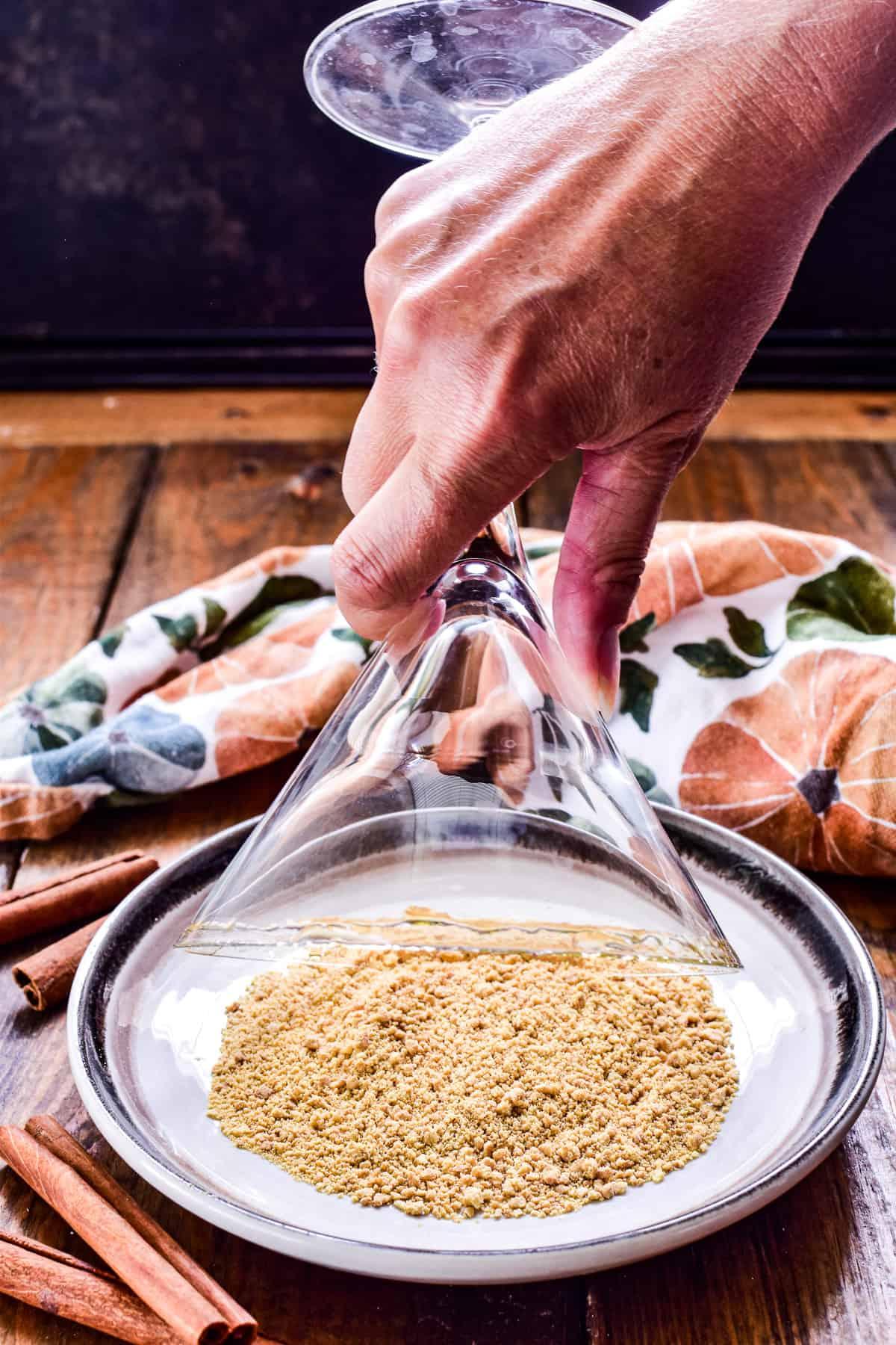 How to make a graham cracker rim for a martini